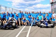 27 glada kunder efter körning på Anderstorp Raceway