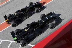 Två stycken Formel Renault 2000 bilar