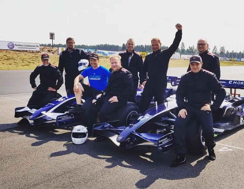 Ett gäng nöjda kunder från körningar på Alastaro Circuit!